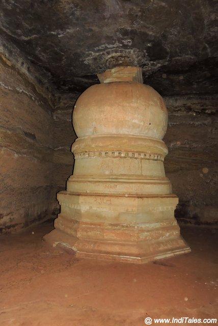 बाघ गुफा में बौद्ध स्तूप