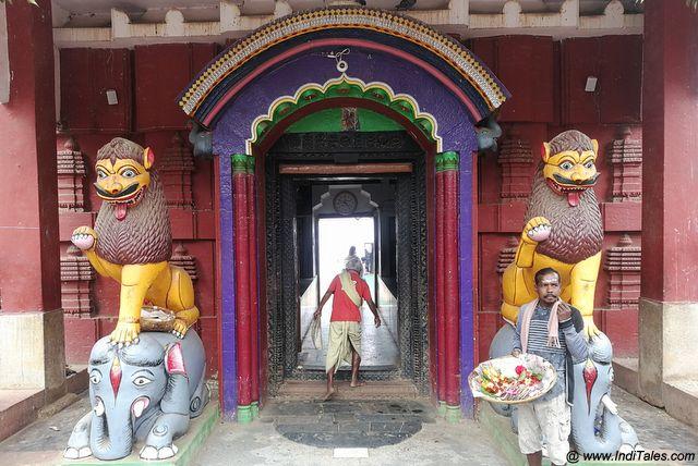 बिरजा मंदिर का रंग भरा द्वार