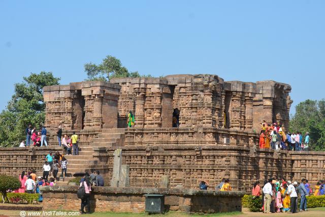 सूर्य मंदिर का नाट्य मंडप