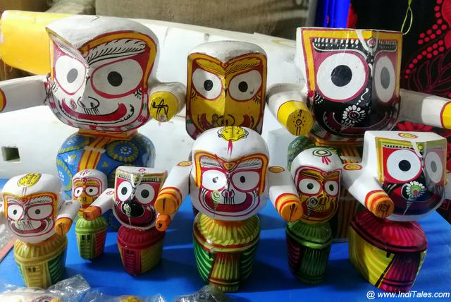 Miniature Jagannath in wood - Odisha souvenir