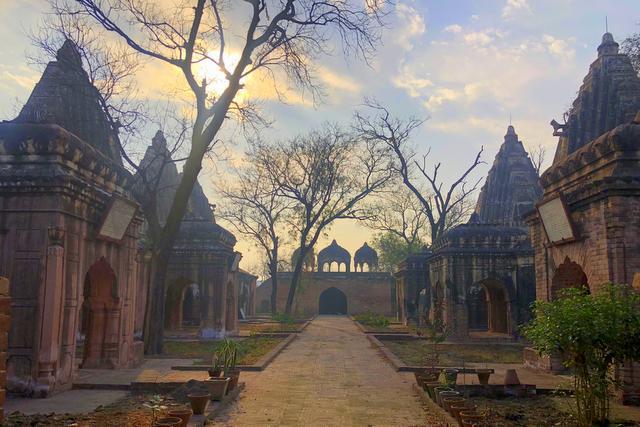 Shahi Samadhan Complex