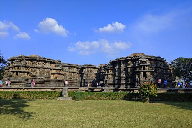 Landscape view of Hoysaleshwar Temple, Halebeedu