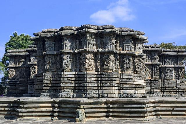 Close-up view of Kedareshwar temple at Halebeedu