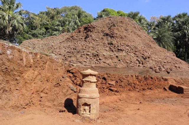 Votive Stupas like this adorn the Buddha stupa site at Sopara