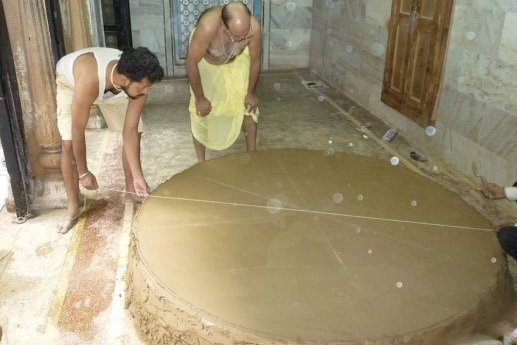 Octagonal mud base preparation for the art form