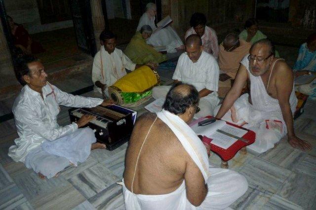 Devotional prayers singing (Source: VRI)