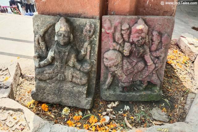 Murtis on the ghats in Bithoor